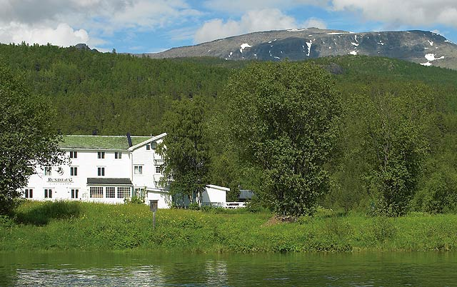 Rundhaug Gjestegård with the 'silver' bearing Målselv in front and gold bearing Mauken hills beyond!